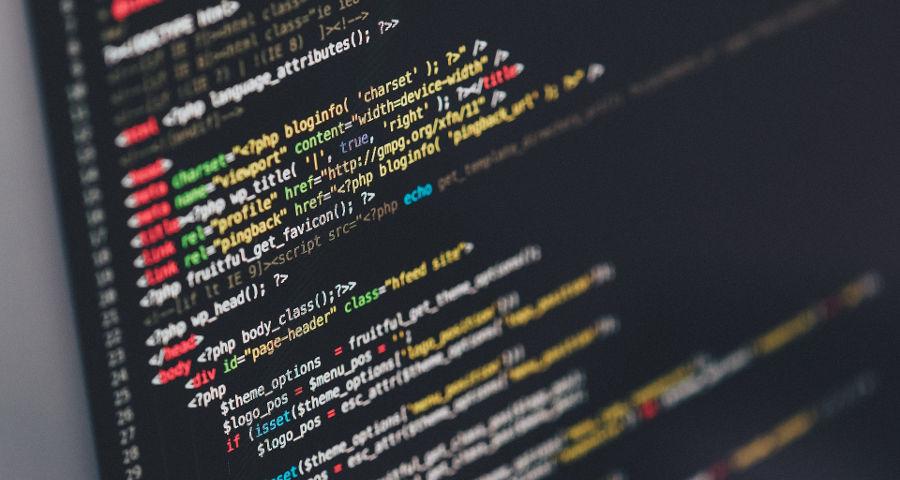 Programmiercode auf Bildschirm